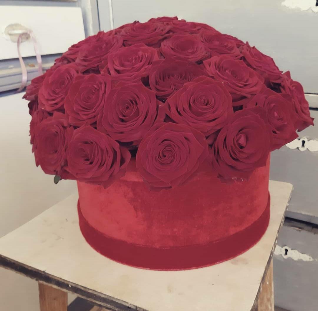 Cvjetna kutija crvene ruže