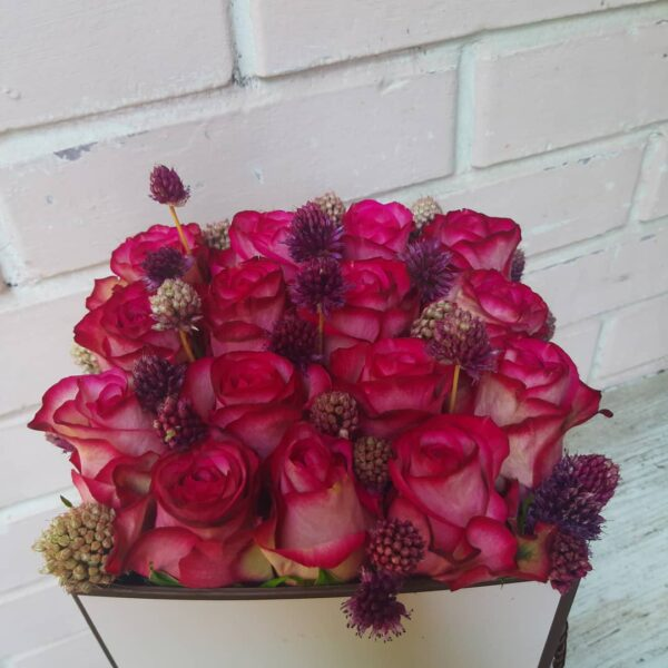 Cvjetna kutija crvenih ruža